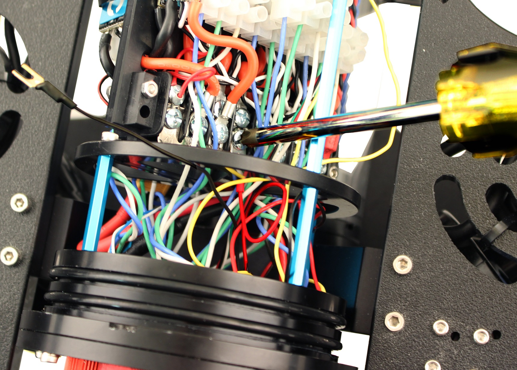 Newton Gripper Automotive Wiring Terminal Block Connect The Power Wires Red And Black Into Open Screw Terminals On Respective Positive Negative Blocks